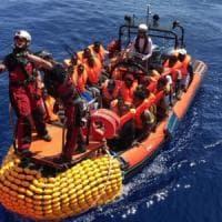 Migranti, barcone con 64 a bordo si incaglia al largo della Calabria