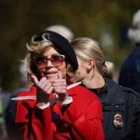 """Jane Fonda arrestata per la seconda volta in una settimana: """"Mi ispiro a Greta Thunberg...."""