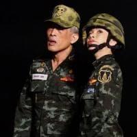 """Thailandia, il re ripudia la sua concubina: """"Si atteggia a regina"""""""