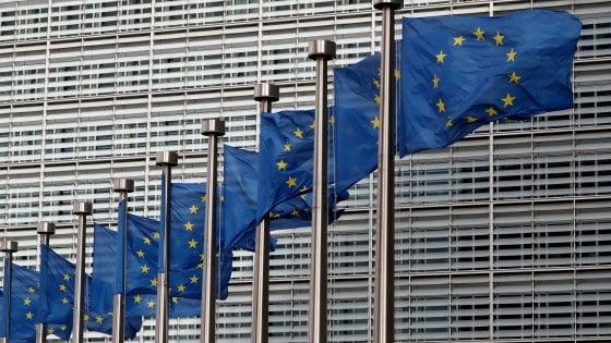 Manovra, Conte: Non sarà stravolta in Aula. La lettera Ue all'Italia: Chiarite su riduzione del debito