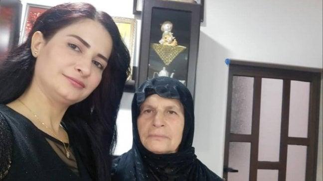 """Il dolore della madre di Hevrîn: """"L'ho sentita morire al telefono"""""""