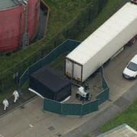 Regno Unito, 39 cadaveri in un container