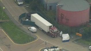 Trentanove cadaveri nel container di un tir in un'area industriale a est di Londra