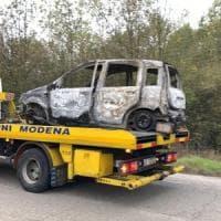 Si indaga per omicidio per il cadavere carbonizzato nell'auto a Modena