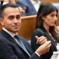 """Roma, Di Maio: """"Pronto ddl poteri speciali per Roma"""". Lite Lezzi-Spadafora su Virginia..."""