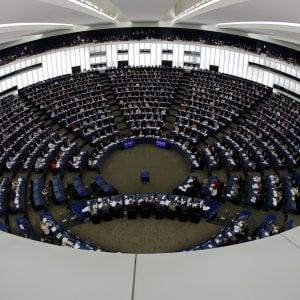 Parlamento europeo: l'aula dice no a una risoluzione pro Ong grazie all'astensione del M5S. Il Pd vota a favore