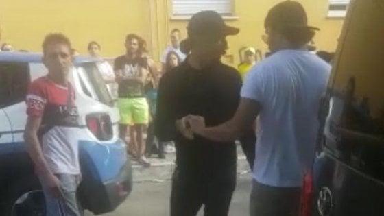 Troupe di ''Striscia la Notizia'' aggredita a Pescara: individuati i responsabili