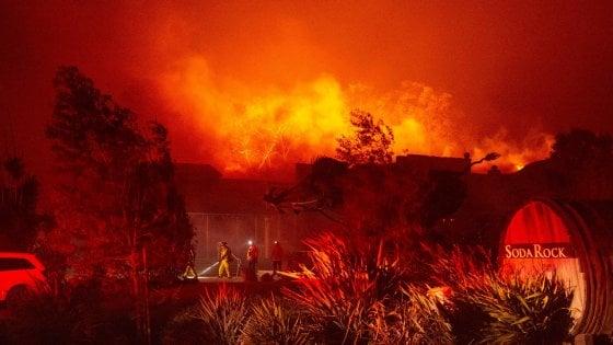 California in in ginocchio per gli incendi: 180 mila evacuazioni