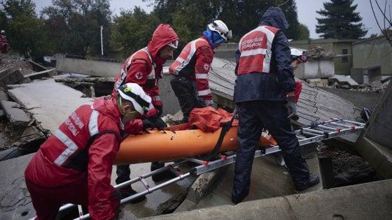 Dalle scosse di terremoto alle esplosioni in fabbrica, la Croce Rossa simula la risposta alle emergenze