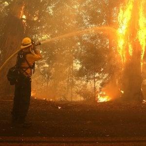 Incendi in California, evacuati anche LeBron e Schwarzenegger