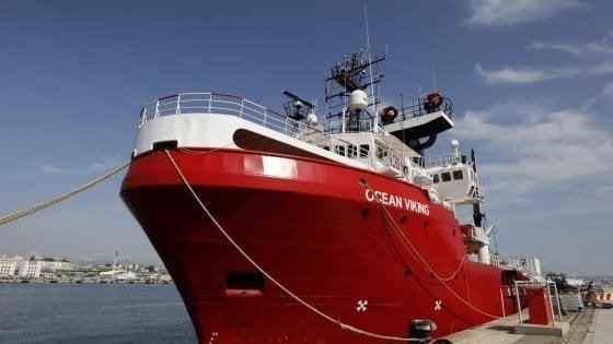 """Migranti, il Viminale: """"Ocean Viking sbarca a Pozzallo"""""""