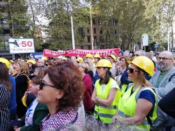 """Presidi in piazza a Roma: """"Vogliamo scuole sicure per tutti"""""""
