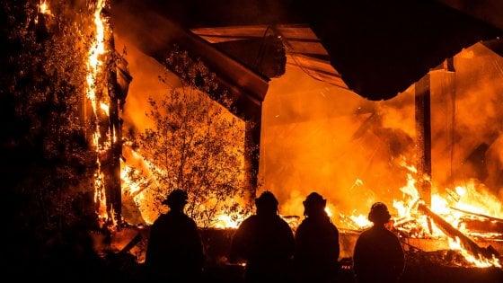 Usa, roghi in California: a Los Angeles evacuate 7 mila case. Allarme rosso estremo per 26 mln di persone
