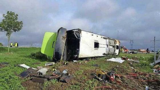 Francia, autobus finisce fuori strada: 33 feriti, quattro in gravi condizioni