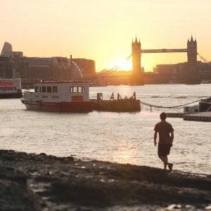 """Arriva il """"parent sitter"""": l'accompagnatore per i genitori italiani che vengono a trovare i figli a Londra (e restano soli nei giorni feriali)"""
