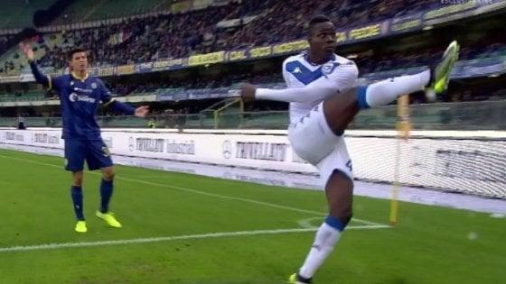 Verona-Brescia, cori razzisti: Balotelli minaccia di lasciare il campo