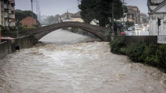Maltempo sull'Italia: nubifragi, trombe d'aria ed esondazioni. Colpite soprattutto la Liguria e la Campania