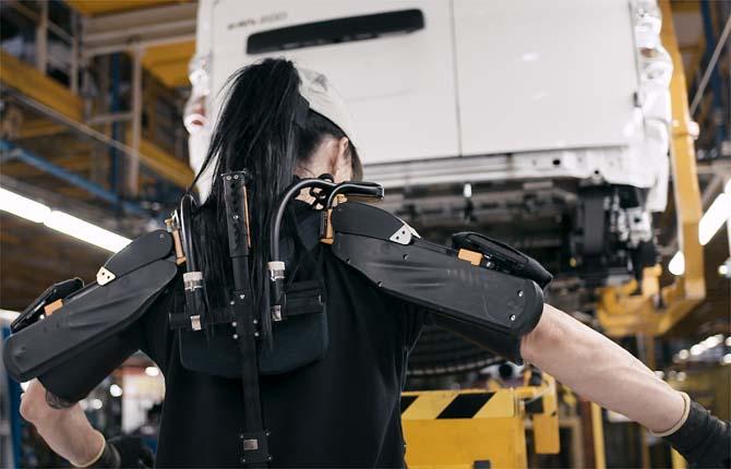 Nissan, gli esoscheletri entrano in fabbrica
