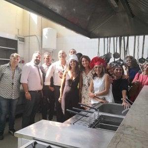 Napoli, la scuola di cucina per immigrati e richiedenti asilo