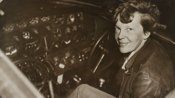 Il mistero di Amelia Earhart, sulle tracce dell'aviatrice scomparsa tra cinema e tv