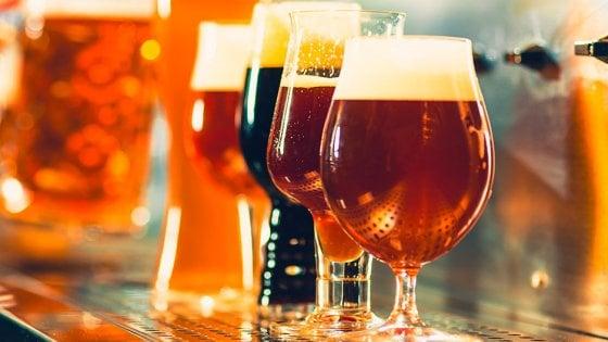 Birra e donne, quanti miti da sfatare (e buoni prodotti da bere)