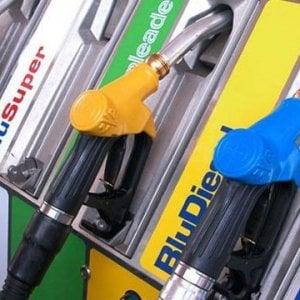 Benzinai in sciopero contro il governo. Il M5s: Usiamo la blockchain per fermare gli abusi