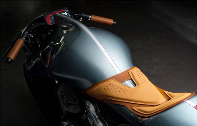 AMB 001, due ruote per l'Aston Martin