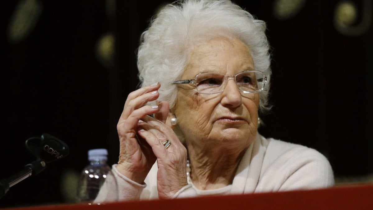 Liliana Segre sotto scorta, dopo le minacce assegnata la tutela alla senatrice a vita