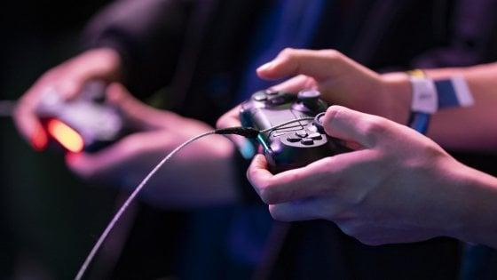Non più di un'ora e mezzo al giorno e mai dopo le 22: in Cina scatta il coprifuoco per il videogame