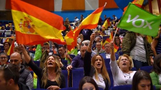 Risultati elezioni Spagna, Sanchez rischia: Psoe primo ma senza maggioranza, vola l'ultradestra di Vox