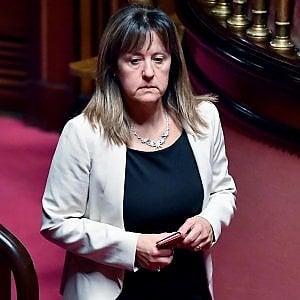 """5S, la senatrice Fattori lascia il Movimento: """"Abbandonata dai vertici ma continuo a sostenere il governo"""""""