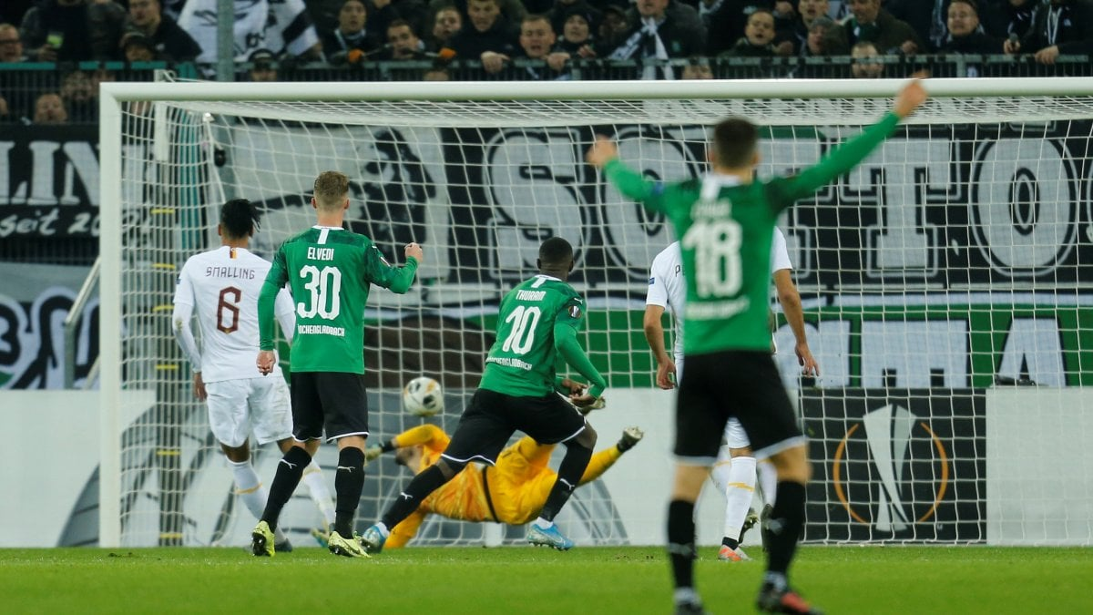 Europa League, Borussia Moenchengladbach-Roma 2-1: Thuram beffa i giallorossi al 95'