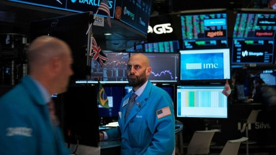 Italia, lo spread risale a 145 punti. Borse caute sui dazi Usa-Cina