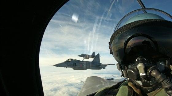 """Giappone richiama Usa: """"Piloti militari non professionali"""". Tra selfie ad alta quota e """"buffonate scandalose"""""""