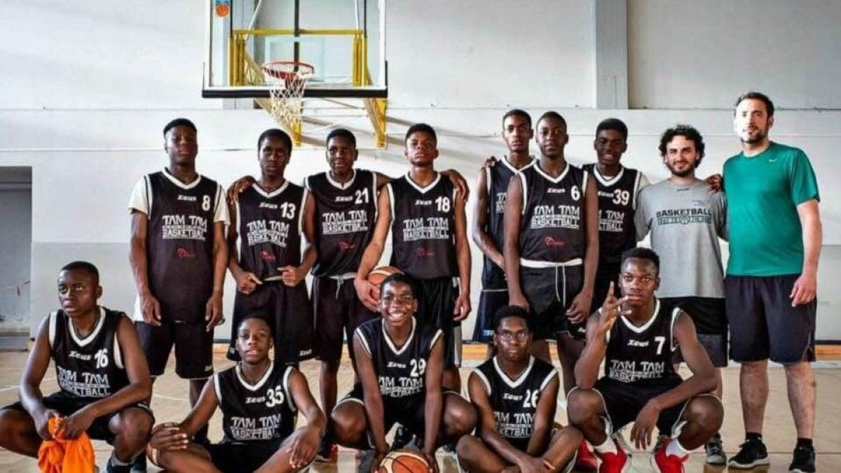Italiani senza cittadinanza, la squadra di basket esclusa dal campionato: