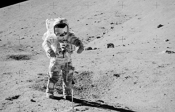Dopo 50 anni la Nasa apre la capsula con il suolo della Luna