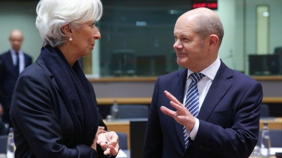 La neo presidente della Bce, Christine Lagarde, con il ministro delle Finanze tedesco, Olaf Scholz