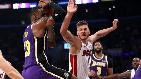 Basket, Nba: Melli e i Pelicans travolti a Toronto, settimo successo di fila per i Lakers