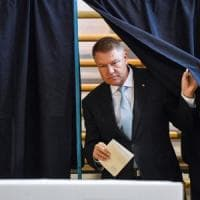 Romania, elezioni presidenziali: l'europeista Iohannis vince il primo turno