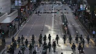 Gli scontri di Hong Kong pesano anche sui mercati, Borse in calo