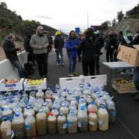 Spagna, indipendentisti catalani bloccano l'autostrada verso la Francia