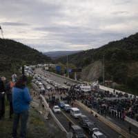 Catalogna, inizia la tre giorni di proteste indipendentiste: bloccata autostrada