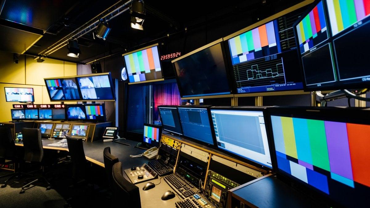 Cambia il segnale digitale, a dicembre il bonus per acquistare tv e ...