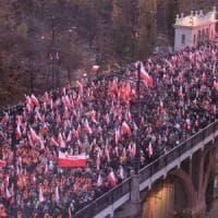 Polonia, decine di migliaia alla marcia di estrema destra per le strade di Varsavia