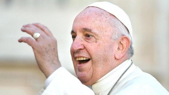 """Vaticano, cento studiosi contro papa Francesco: """"Da lui atti sacrileghi e superstiziosi"""""""