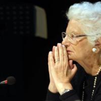 Gli insulti a Liliana Segre e i negazionisti dell'odio: Repubblica conferma i dati