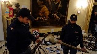 """Eversione di destra, 12 indagati in Toscana. Trovato arsenale video """"Progettavano attentato a una moschea"""" foto"""