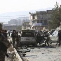 Afghanistan, autobomba esplode a Kabul: almeno sette morti, tra i quali diversi bambini