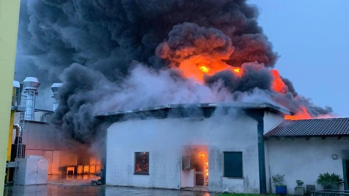 Padova, incendio alla Rotogal, azienda leader di colla e nastri ...