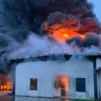 Padova, incendio alla Rotogal, azienda leader di colla e nastri adesivi. Si teme un...